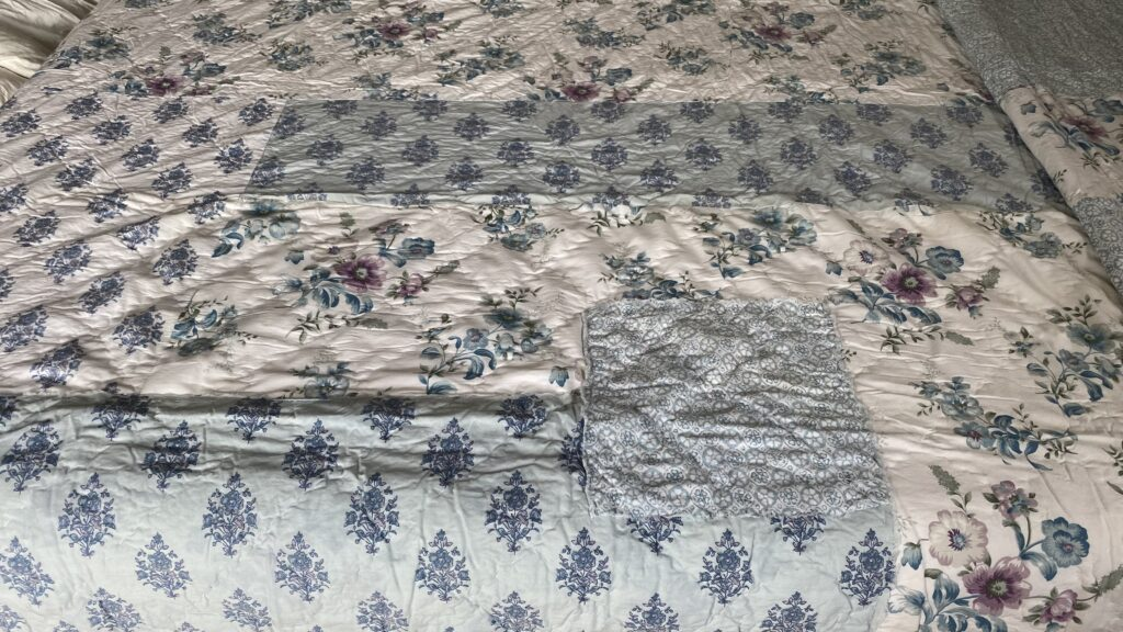 Shabby Chic bed quilt